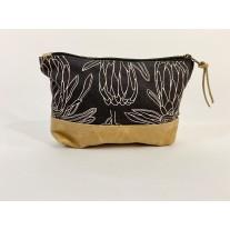 Large zip purse - line protea
